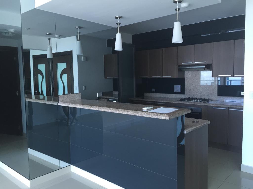 Apartamento de 118 m2 en alquiler en Top Tower, Costa del Este