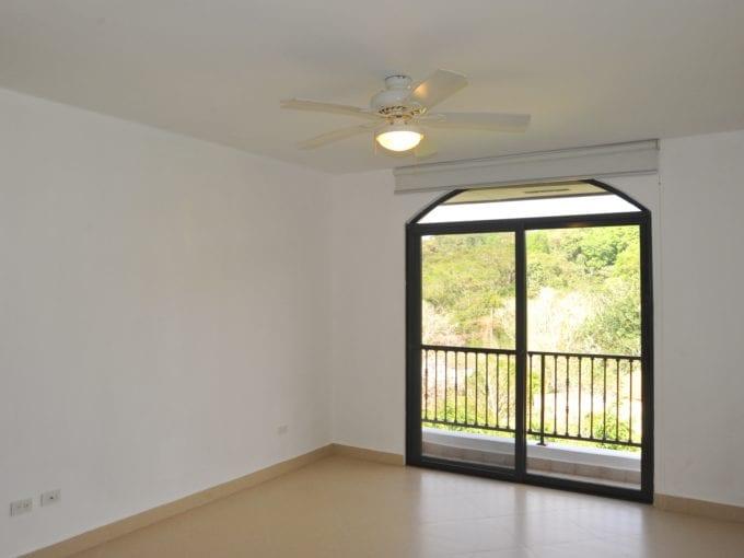 se alquila apartamento en clayton