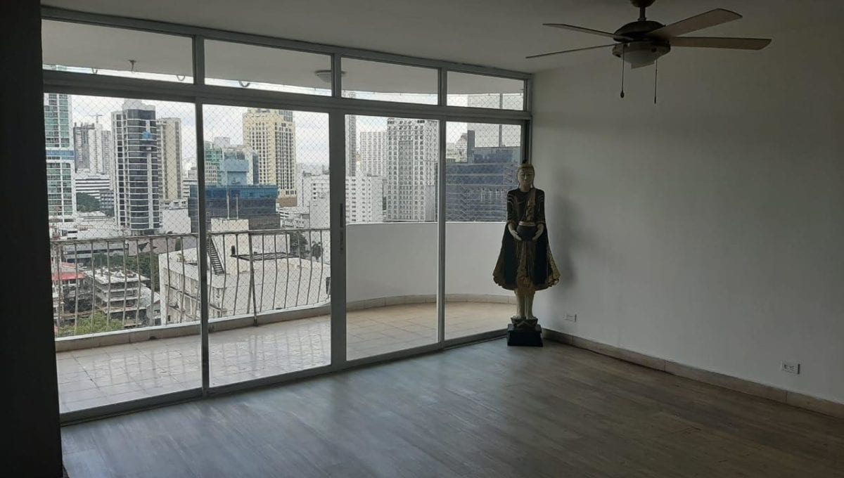 Se alquila apartamento en Bella Vista, Avenida Balboa