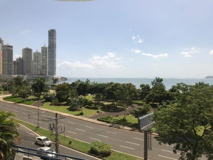 Alquiler apartamento amoblado Avenida Balboa con vista al mar